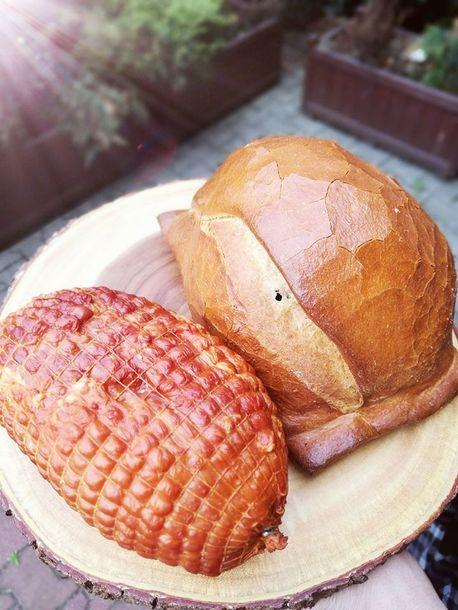 Szynka pieczona w chlebie